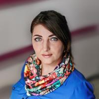 Добрынина Юлия -Мастер маникюра, педикюра, наращивания ногтей.  -Работает в сфере красоты более 10 лет.