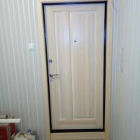 Накладка из массива на железную дверь