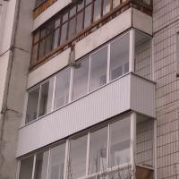 Остекление балкона алюминиевым профилем, наружная отделка профлистом. Наша работа.