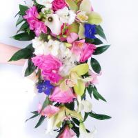 №89 Букет невесты каскадом из большого ассортимента цветов