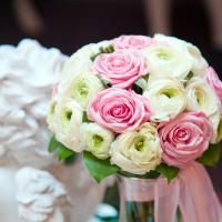 Букетик из ранункулюсов и розы