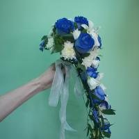 №44 Букет невесты: синие розы, фрезия, эустома. Вот такой каскадик