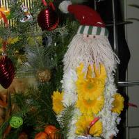 Новогоднее украшение из живых цветов