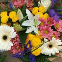 №8 Букет из лилий, хризантем, ирисов, гербер, роз. Цена: 1 800 руб.