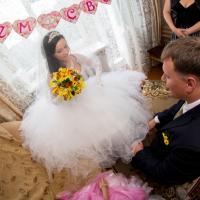 А вот и принцесса-невеста,самая красивая и нежная...Очень замечательная пара!