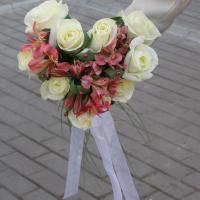 №57 Букет невесты в виде сердца, разлетится в воздухе для трех любимых подружек