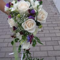 №66 У жениха полоски на галстуке совпадают с душистым горошком в букете невесты