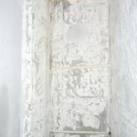 работы по наклейке керамической плитки в санузле по адресу пос. Светлый (начало работ)