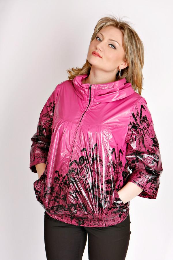 Куртка женская Размерный ряд:50 Цвет: Розовый с орнаментом Цена:8900р.