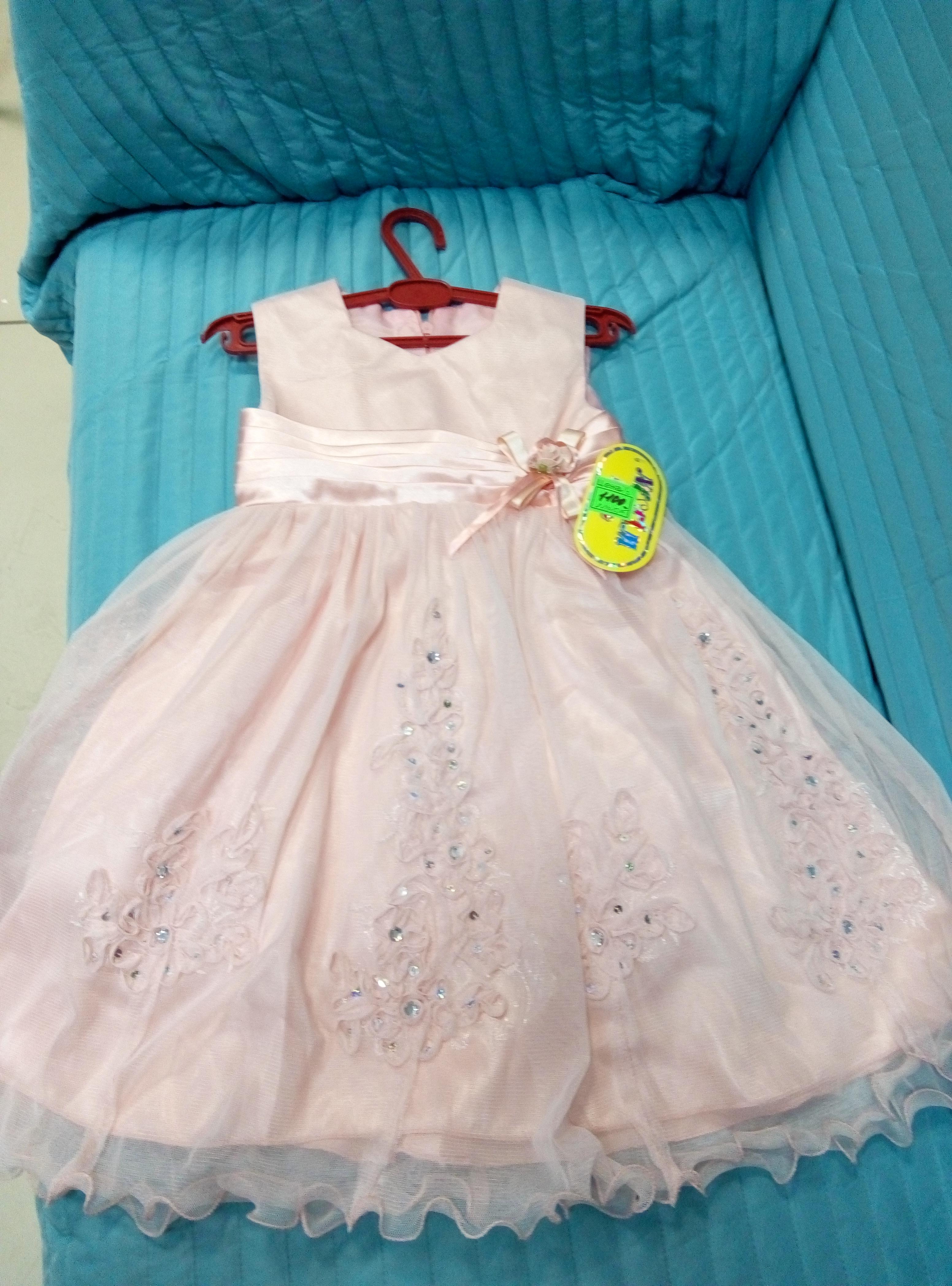 Платье с кружевом. Размер: на 4-5лет. цена:1100р производ. Турция