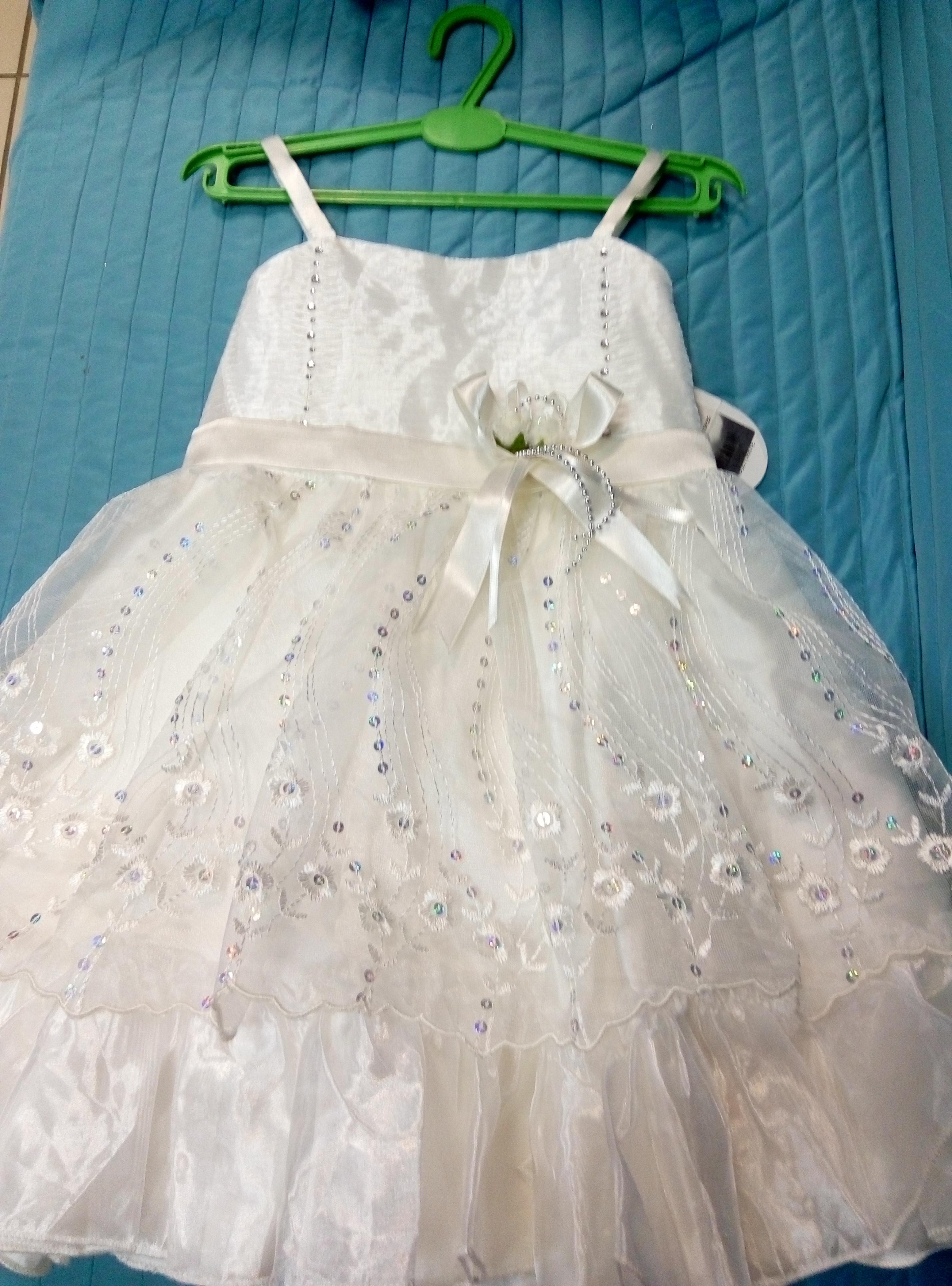 Платье атлас. Размер:на 4-5лет. цвет:кремовый. Цена:1100р. производ. Турция.