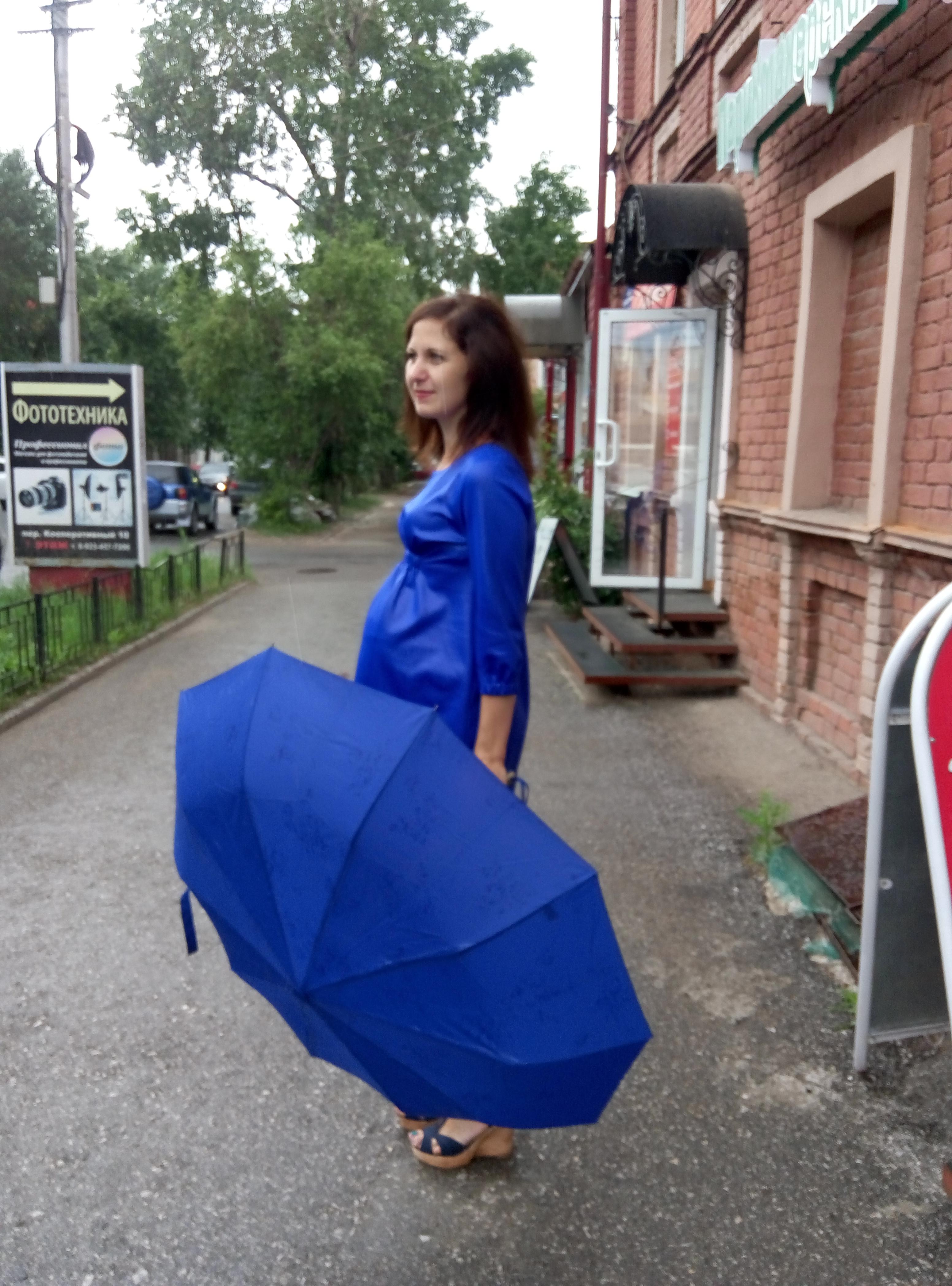 Платье, производство Киргизия, рр 44,46,48,50 ,цена 1750 руб, цвет электрик.       Новая цена 1200 руб.