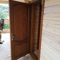 Утепленная входная дверь. Массив сосны