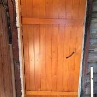 Клиновая утепленная дверь.Толщина полотна 60 мм. Вид снаружи.