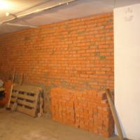 Кирпичная кладка стен гаража по адресу ул. Трифонова (окончание работ)